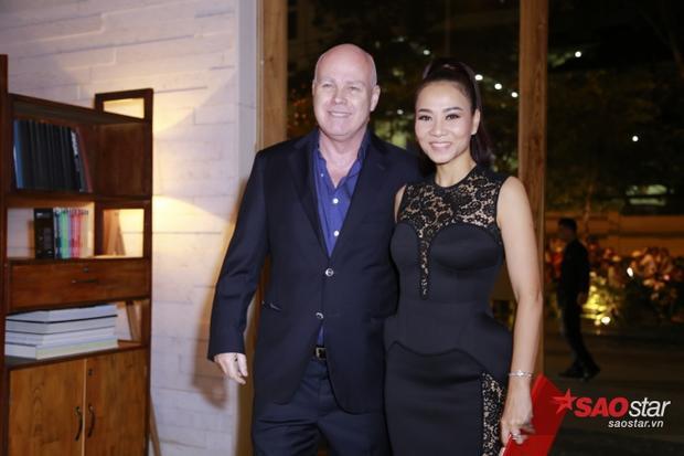 Thu Minh và chồng xuất hiện tại lễ cưới.