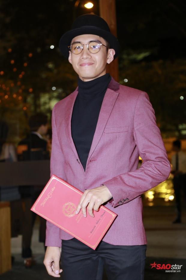 Quang Đăng với áo vets rưc rỡ