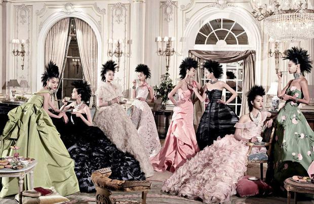 Những thiết kế mang tinh thần nữ tính, quý phái dành tặng phái nữ của Oscar de la Renta.