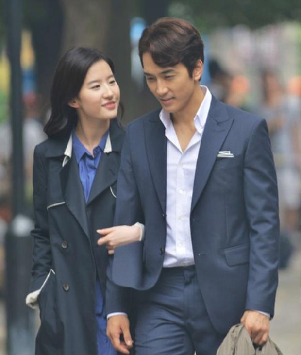 Cặp đôi quen biết và nên duyên trên phim trường Tình yêu thứ ba.
