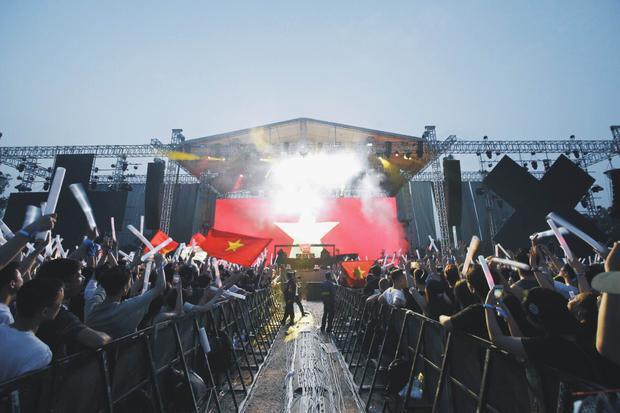Sân khấu của Slim V trong lễ hội âm nhạc của DJ top 1 thế giới - Martin Garrix .