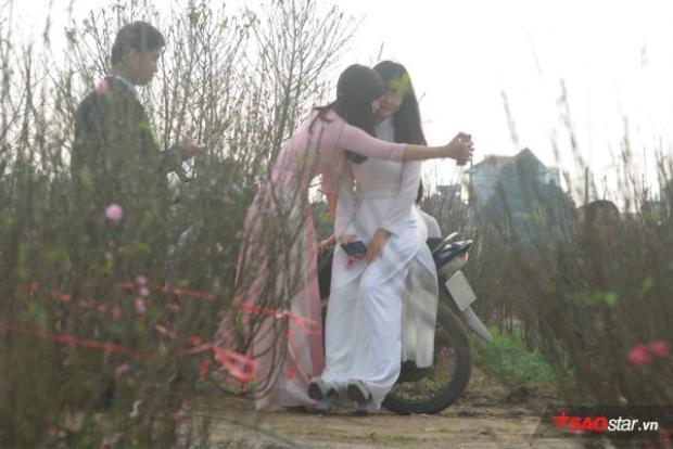Khá đông các bạn trẻ đã tìm về làng hoa những ngày này để chụp hình lưu niệm bộ ảnh đón xuân sớm!!!