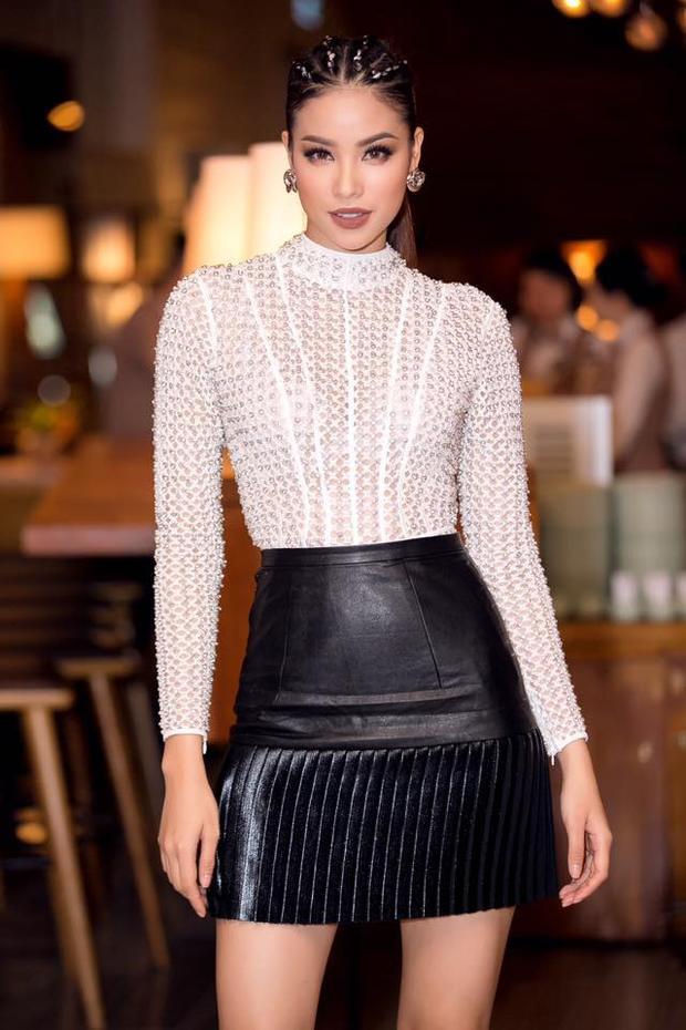 Hay thậm chí mẫu tóc tết hot-trend cũng được lòng nàng Hoa hậu khi xuất hiện trong các sự kiện quan trọng.