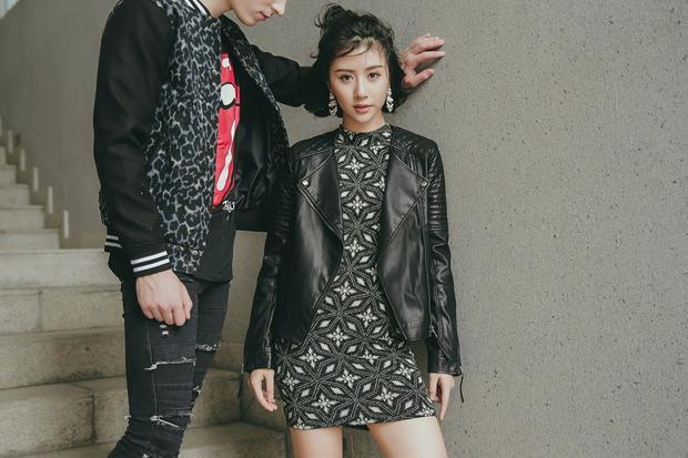 Chiếc váy bodycon mix cùng áo khoác da sẽ là combo hoàn hảo cho những ngày xuống phố thời tiết mát mẻ đầu xuân.