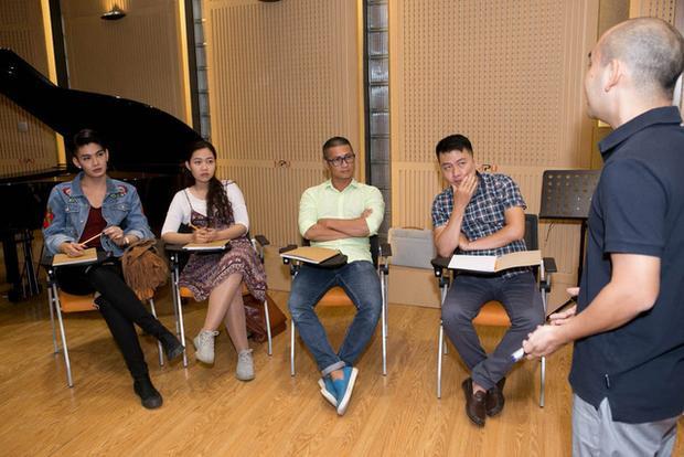 Buổi học với HLV Đức Trí là những trải nghiệm quý báu cho các thí sinh trên con đường trở thành nhạc sĩ chuyên nghiệp.