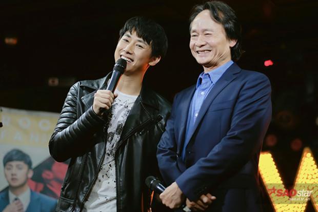Rocker Nguyễn giới thiệu bố với các fan.