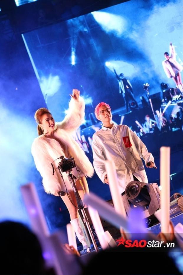 Đặc biệt, các fan sẽ được dịp nghe lại ca khúc quen thuộc Công chúa bong bóng qua tiếng hát của Bảo Thy và Lou Hoàng.