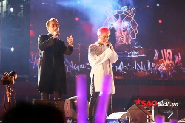 Thầy trò Only C trên sân khấu đêm nhạc tối 31/12.