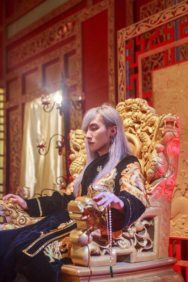 Từ hình ảnh cho đến nội dung MV đều được nam ca sĩ đầu tư kỹ lưỡng nhằm mang đến một sản phẩm chất lượng nhất.