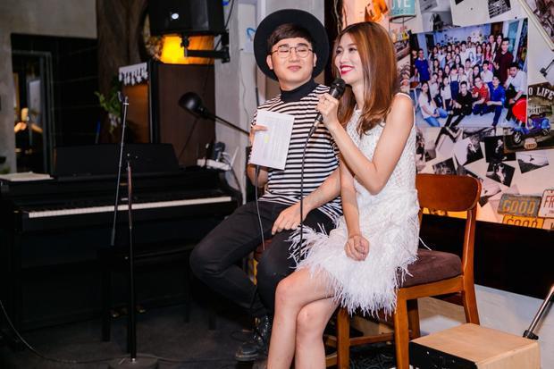 Trong buổi giao lưu, Quỳnh Châu đã chia sẻ những kỉ niệm đáng nhớ lẫn khó khăn trong năm 2016 vừa qua.