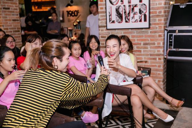 BB Trần cũng có mặt trong buổi fan meeting.