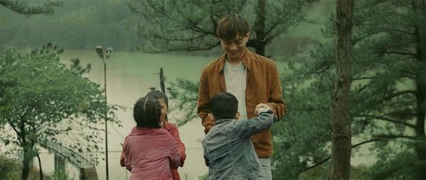 Chuyến đi này đã mang đến cho chàng trai nhiều kỉ niệm đáng nhớ, đó là những phút giây được vui đùa, tiếp xúc với các em nhỏ, cô gái xinh đẹp, người dân dễ mến…