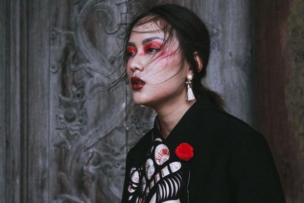 Đặc biệt nổi trội với phong cách makeup ấn tượng, đậm chất Á Đông trong nhiều bộ hình.