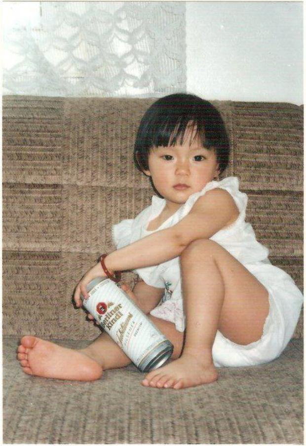 Gương mặt châu Á đặc trưng ngay từ thời bé của cô nàng.
