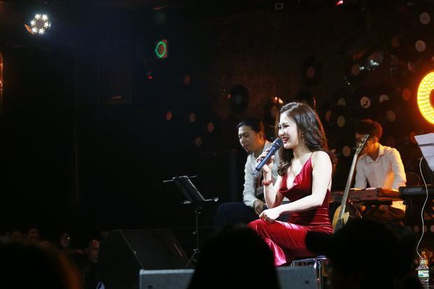 Trên sân khấu, Hương Tràm nhanh chóng trở về hình ảnh sexy của mình. Đây cũng chính là định hướng hình ảnh được nhiều khán giả chú ý trong suốt thời gian qua.