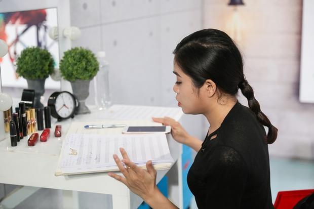 Thí sinh online Hoàng Hồng Ngọc không phục khi bị Vicky Nhung hạ gục tại Bài hát hay nhất