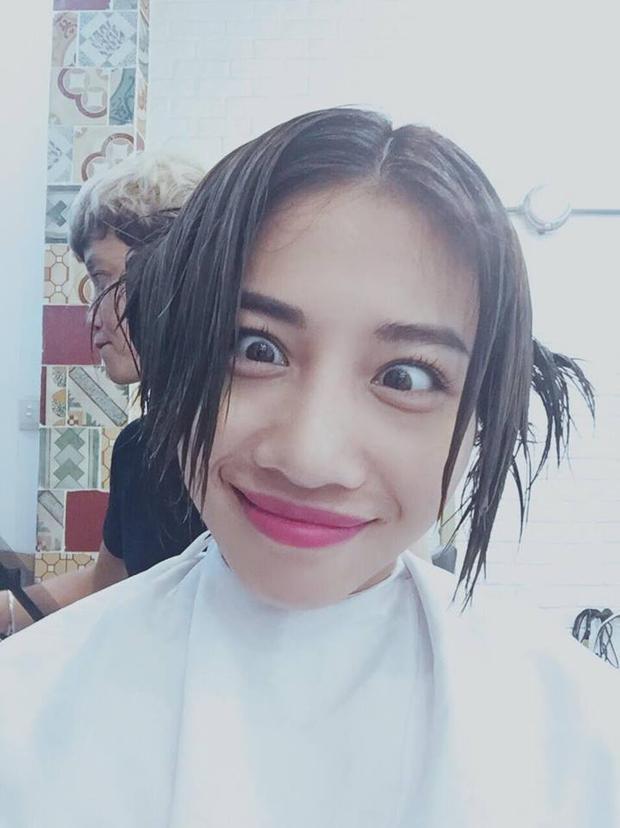 """Hằng BingBoong - nữ ca sĩ nổi tiếng với vẻ ngoài gợi cảm thì lại có cả một bộ sưu tập ảnh """"mắt lé""""."""