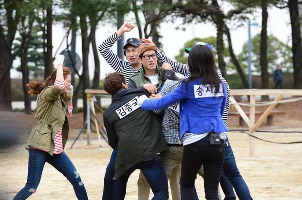 Sự nhiệt tình của hai khách mời Go Ara và Lee Jeon Hee đem đến nhiều kịch tính cho tập phim này.