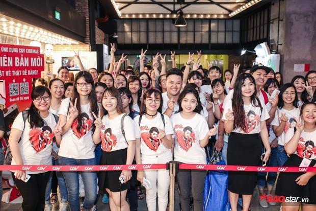 Fan của Noo Phước Thịnh lúc nào cũng hùng hậu và sôi nổi.