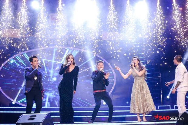 Đây là lần đầu tiên trong lịch sử Làn sóng xanh, các gương mặt đoạt giải Top Gold quy tụ đầy đủ và cùng nhau hát chung 1 ca khúc.