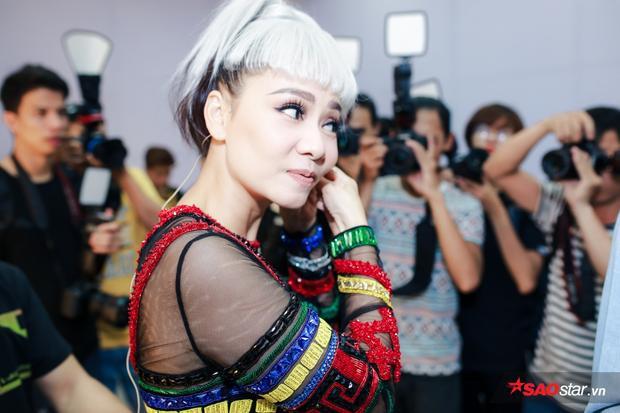 Chị Đại Thu Minh được săn đón nồng nhiệt trong ngày trở lại The Voice 2017