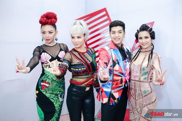 """Sự trở lại của """"chị Đại"""" Thu Minh trên ghế nóng năm nay cùng Đông Nhi, Noo Phước Thịnh, Tóc Tiên càng khiến cho The Voice 2017 thêm hấp dẫn và kịch tính."""