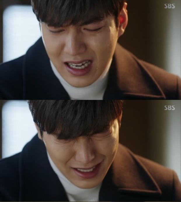Yoon Jae khóc khi nghĩ đến quá khứ đau thương của hai người.