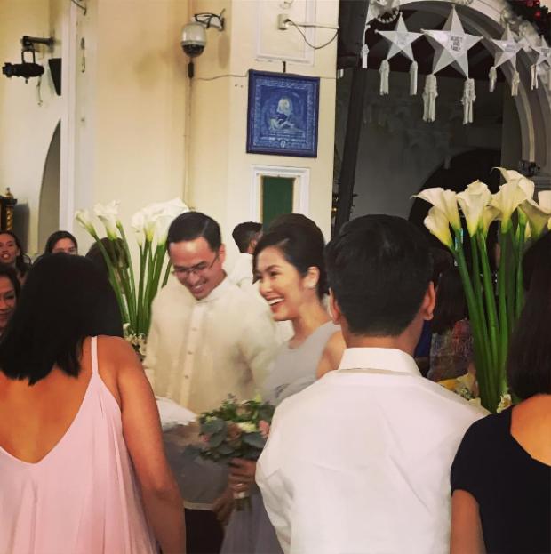 Hà Tăng và ông xã Louis Nguyễn trong trang phục truyền thống của đàn ông Phillipines.