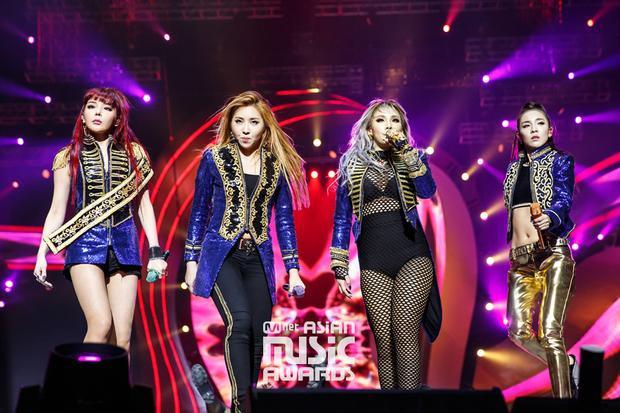 Cái tên 2NE1 sẽ một lần nữa xuất hiện trước khi biến mất hoàn toàn trên bản đồ Kpop. Vui buồn lẫn lộn chính là cảm xúc của các fan lúc này.