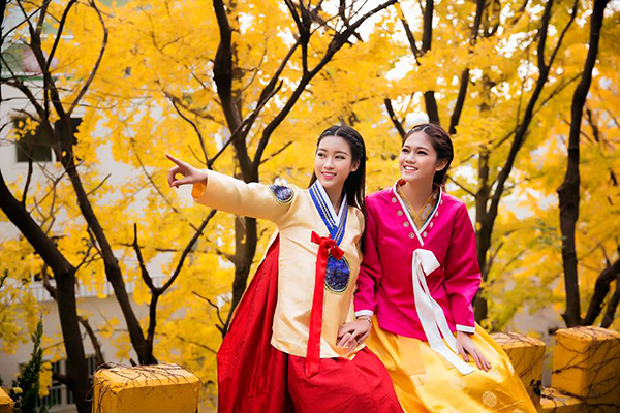 Trước đó, Mỹ Linh và Thanh Tú còn cùng nhau đi khám phá đất nước Hàn Quốc…