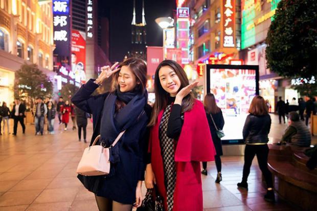 Có vẻ như dù chỉ mới 4 tháng nhưng Mỹ Linh và Thanh Tú lại rất thân với nhau.