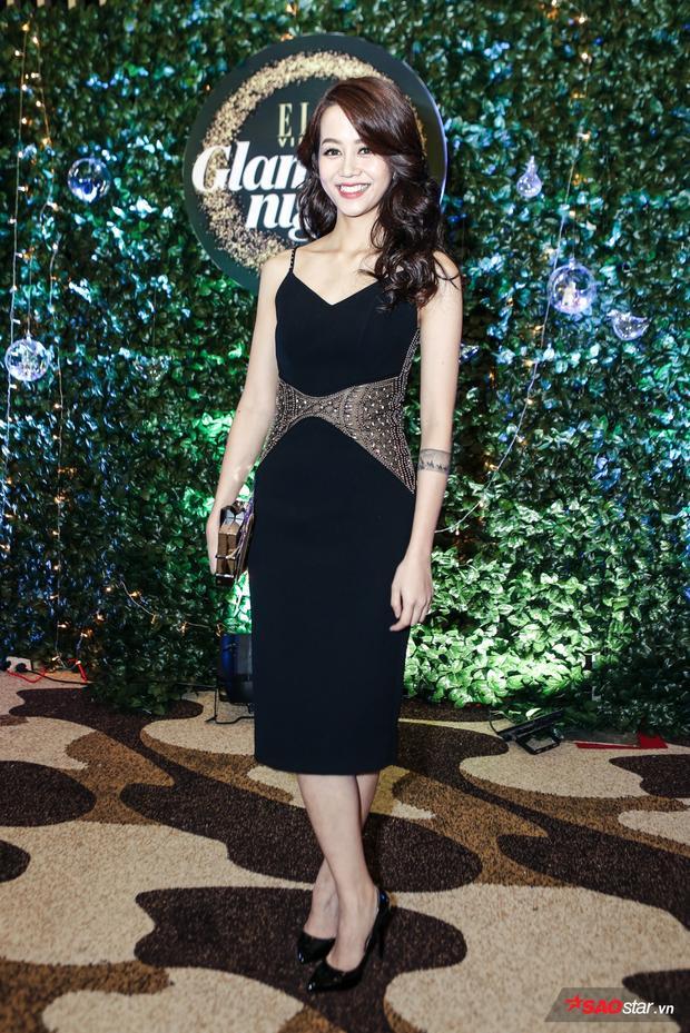 Xuất hiện khá nhiều tại các sự kiện gần đây, An Nguy đều chọn cho mình style nữ tính với đầm đen tôn dáng.