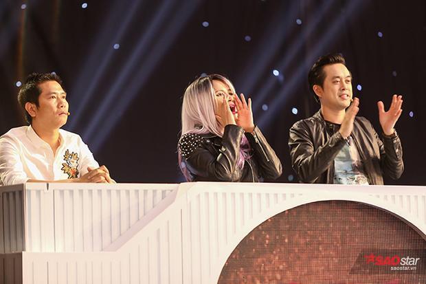 Hội đồng giám khảo của Remix New Generation 2017 vô cùng phấn khích trước phần kết hợp của cả hai. Nhạc sĩ Lưu Thiên Hương liên tục nhún nhảy theo điệu nhạc của cả hai.
