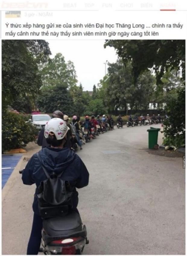 Hình ảnh sinh viên Đại học Thăng Long kiên nhẫn xếp hàng vào trường.