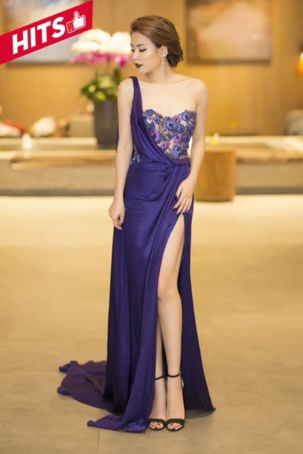 Hoàng Thùy Linh táo bạo trong cách chọn trang phục của Marchesa Resort 2017, hợp rơ với lối trang điểm tông xuyệt tông cùng môi son màu tím đậm. Cô nàng đã nhận được rất nhiều lời khen ngợi của người hâm mộ trong lần xuất hiện này.