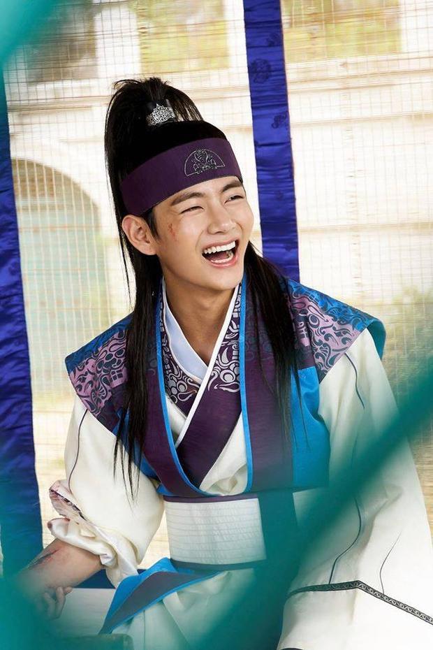 Nụ cười tỏa nắng, khiến bao fan nữ đổ rạp của Hansung.