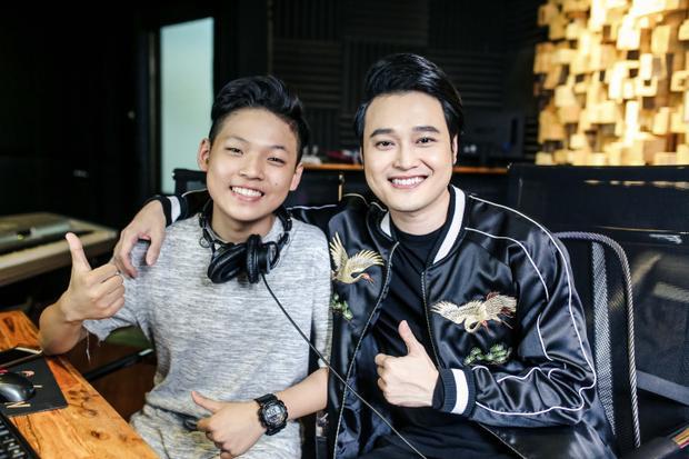 Quang Vinh và 'hotboy mắt hí'The Voice Kids đã kết hợp khá ăn ý.