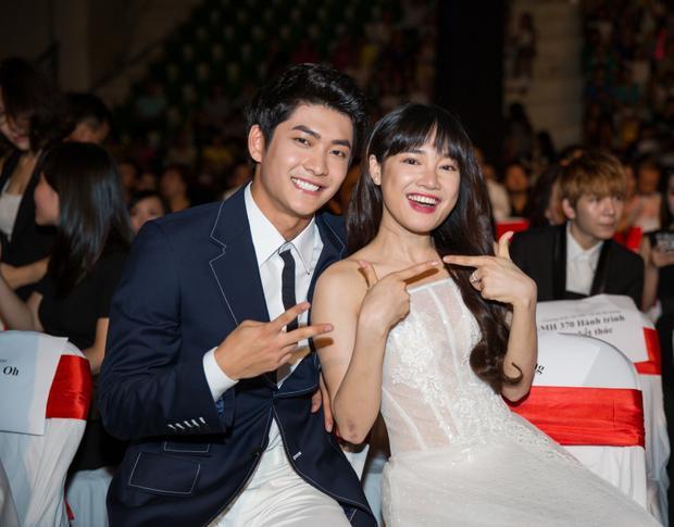 Năm 2015, Nhã Phương và bạn diễn KangTae Oh tạo cơn địa chấn tại VTV Awards với Tuổi thanh xuân…