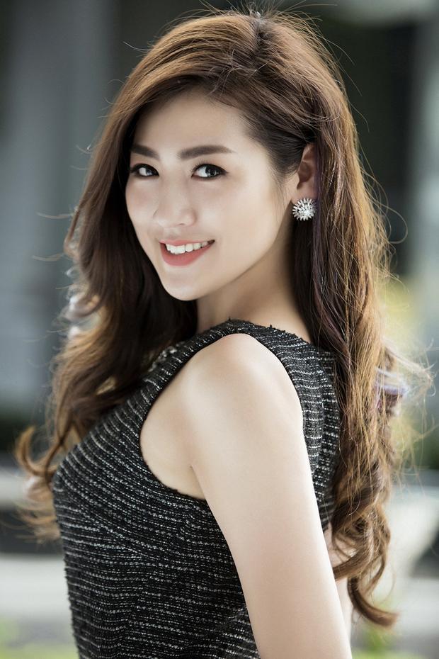 Cận cảnh khuôn mặt xinh đẹp không góc chết của á hậu Tú Anh khiến fan say đắm.