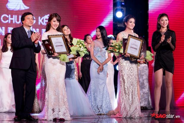 2 giải Á khôi 1 và Á Khôi 2 đã được Chúng Huyền Thanh trao cho 2 cô gái xinh đẹp Đỗ Hoài Thương và Dư Hoài Thương.