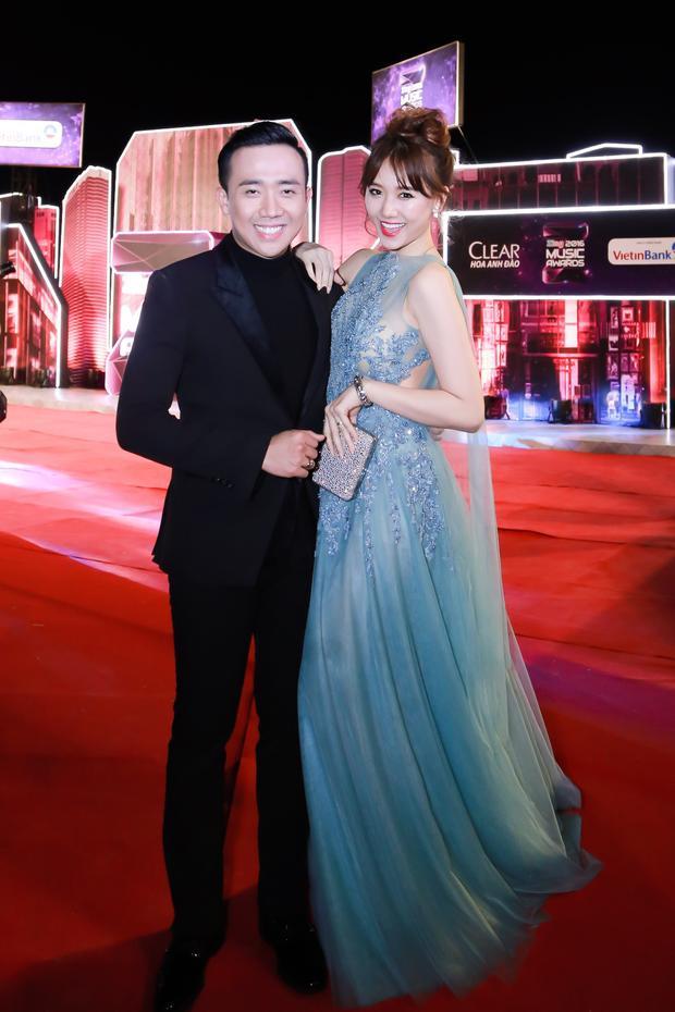 Trấn Thành đảm nhận vai trò MC chính của chương trình, trong khi bà xã Hari Won tham gia biểu diễn.