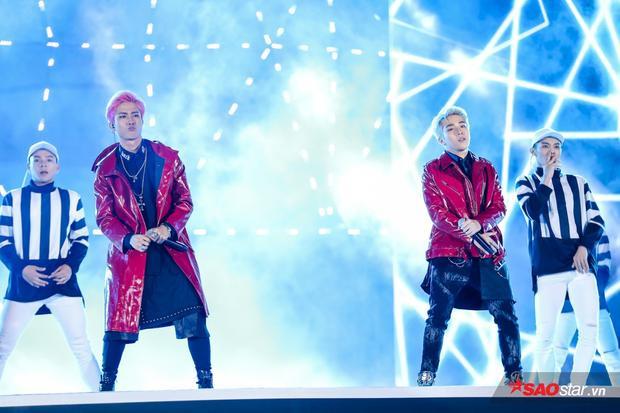 Bộ đôi mỹ nam Uni5 nhà Đông Nhi - Ông Cao Thắng đốn tim fan nữ không kém Monstar với ca khúc debut C'mon.
