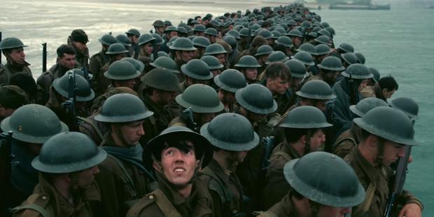 Một cảnh trong Dunkirk của Christopher Nolan.