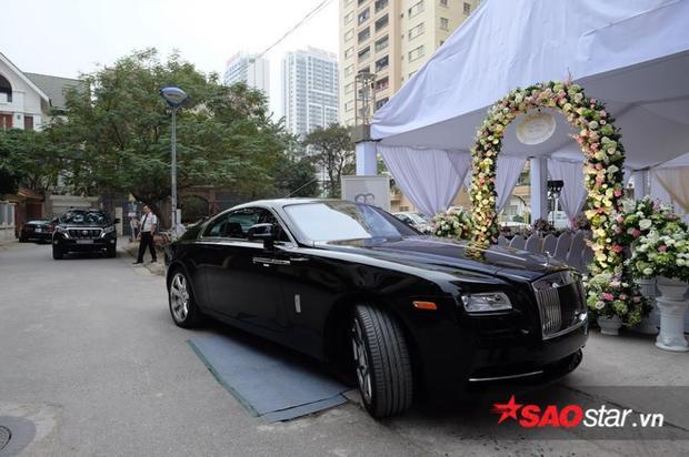 Món quà cưới mà doanh nhân Doãn Phương dành tặng cho vợ là chiếc Rolls-Royce Ghost đắt giá.