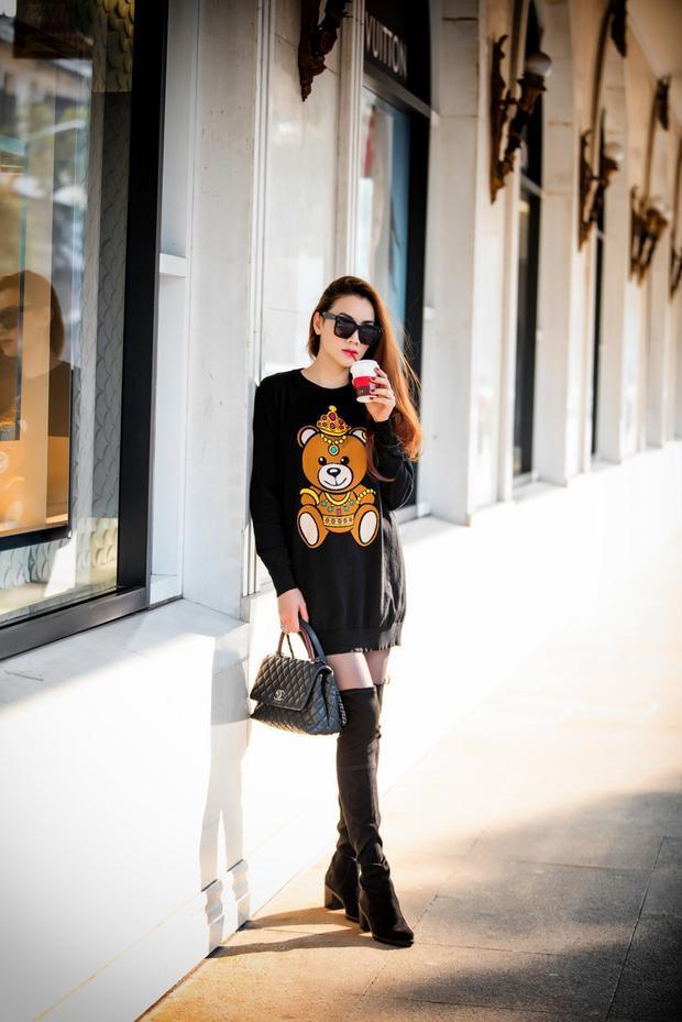 Trang Nhung có rất nhiều cách pose dáng thú vị khiến cô có tạo trăm kiểu cũng không thấy nhàm chán.