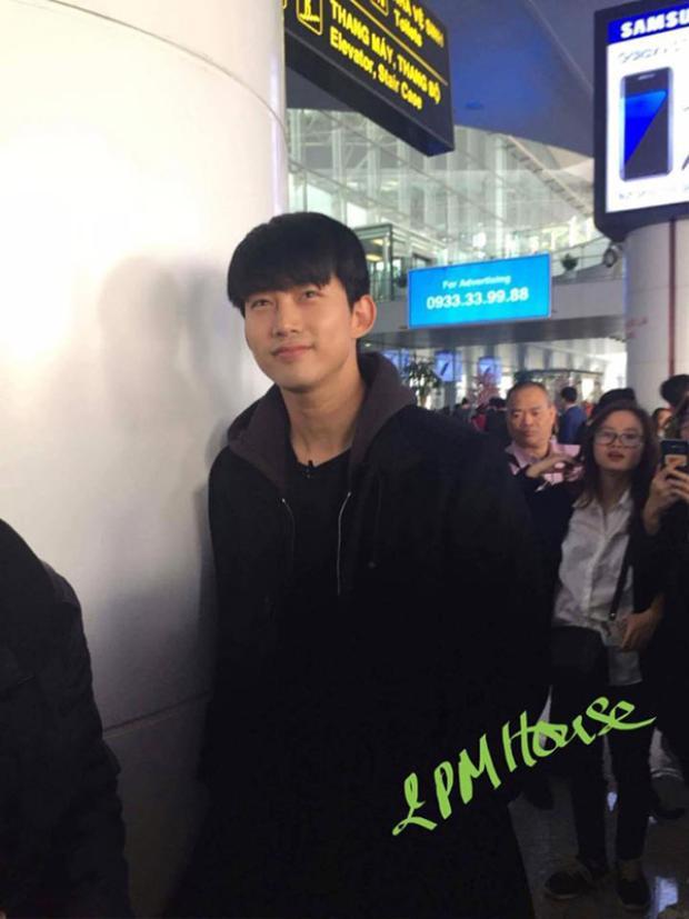 Taecyeon rất thân thiện với fan Việt