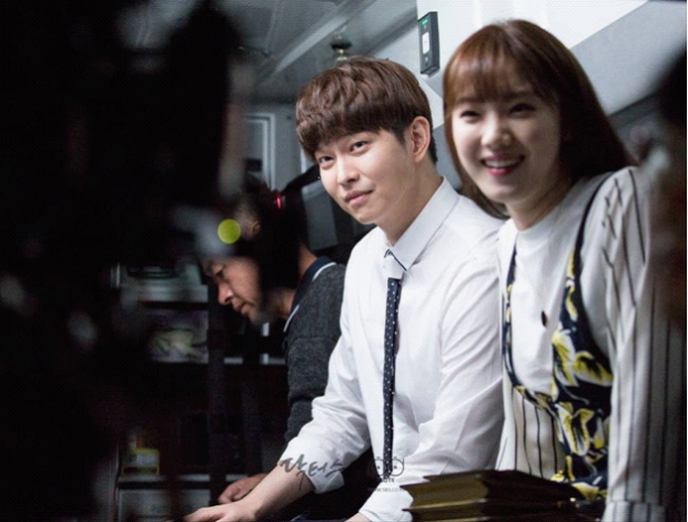 Bạn diễn Yoon Gyung Sang hết lời khen ngợi Lee Sung Kyung biết cách đùa giỡn và vui tính.