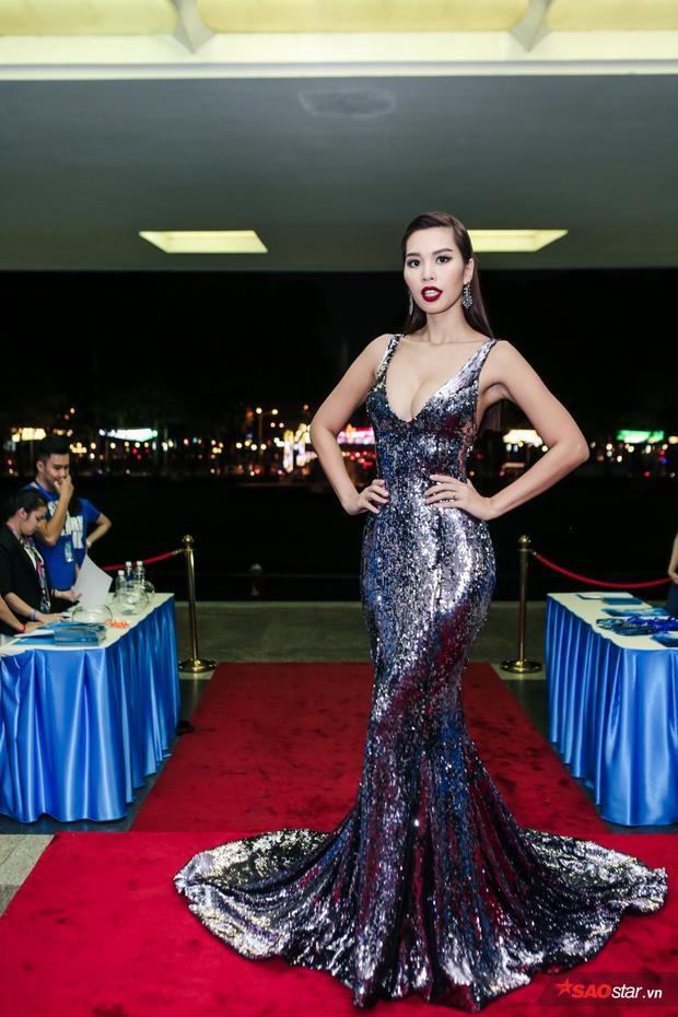 Siêu mẫu Hà Anh xuất hiện khá ấn tượng trong bộ trang phục bắt mắt.