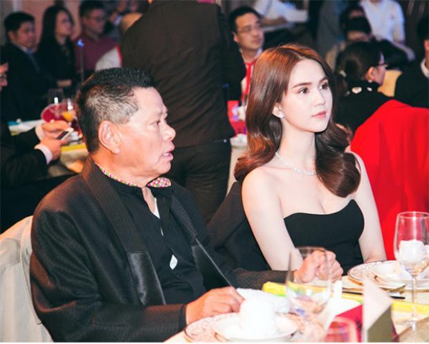 Ngọc Trinh ngồi bàn VIP cùng với bạn trai.