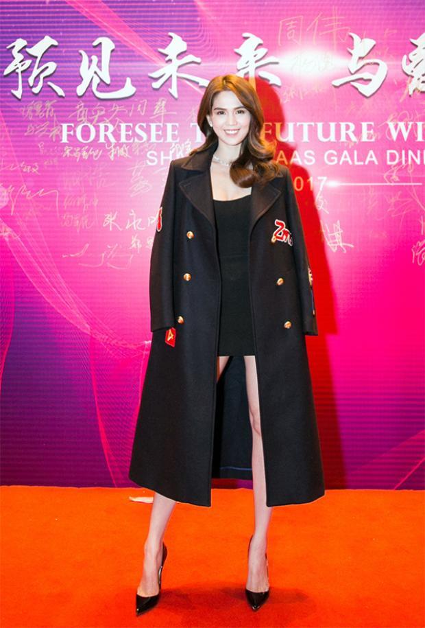 Ngọc Trinh xuất hiện quyến rũ ở Thượng Hải - Trung Quốc.